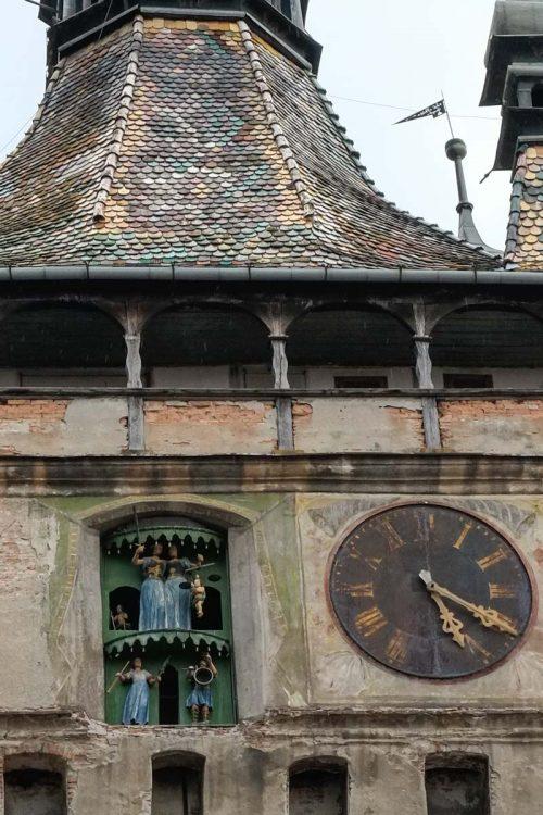 L'horloge et ses petits personnages