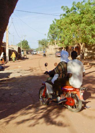 Mali, Pays dogon, Mopti, dans la rue