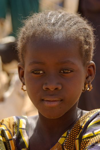 Mali, pays dogon, Douentza, fillette