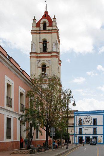 L'église de la Merced se dresse face à la maison natale de Ignacio Agramonte, héros de la 1ère guerre d'indépendance