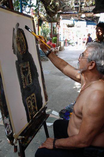 Cuba, La Havane, peintre à l'oeuvre, callejon de Hamel