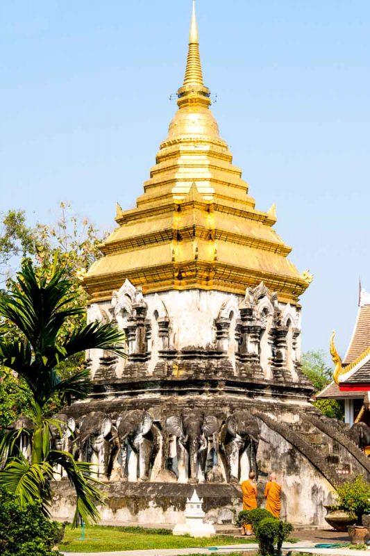Thailande, Chiang Mai, un des nombreux temples de la ville