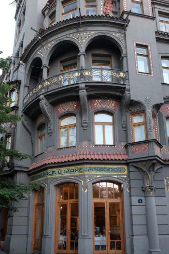Rép.Tchèque, Prague, façade Art nouveau grise et or