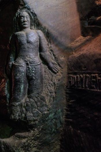 sculpture dans la mine