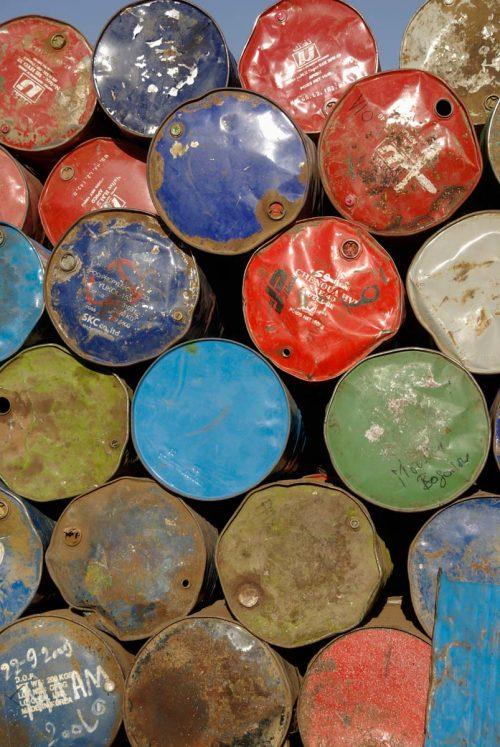 Mali, Mopti, bidons multicolores